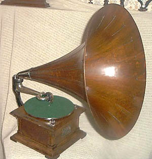 Person Use Old Fashioned Gramophone Photo